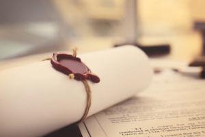 schriftrolle versigelt wichtige unterlagen