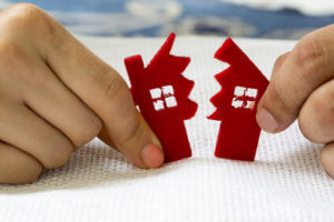 Grafik Foto zwei Haushälften Hände