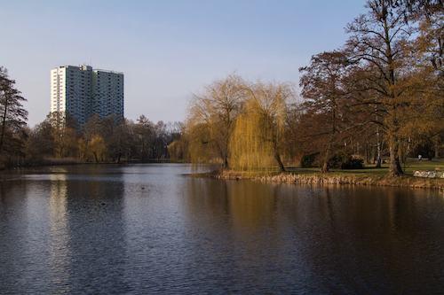 wasser see hochhaus park berlin wilhelmstadt