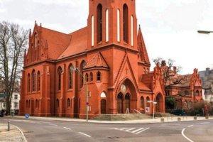 paulus kirche eingang kreuzung christentum kreuz