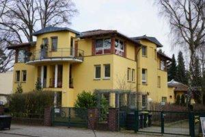 konradshoehe gelbes haus immobilie