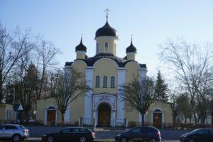 christentum kreuz kirche berlin wilmersdorf eingang christi