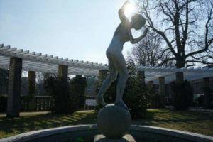 statue zeltinger platz sonne hand frohnau