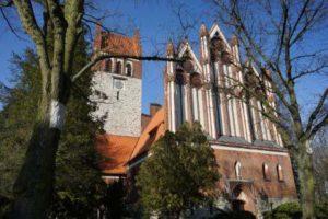 Waidmannslust Königin Luise Kirche aussen uhr