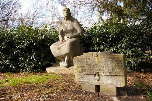 Neuköoeln Hasenheide Trümmerfrauen Denkmal stein