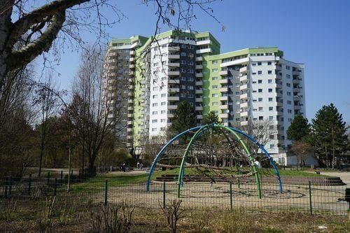 hochhaus park spielplatz Maerkisches Viertel