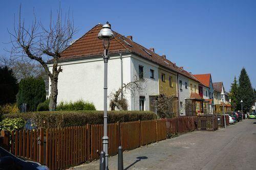 reinickendorf reihenhaus immobilie zaun laterne