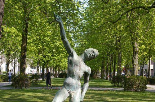 wedding charite park skulptur