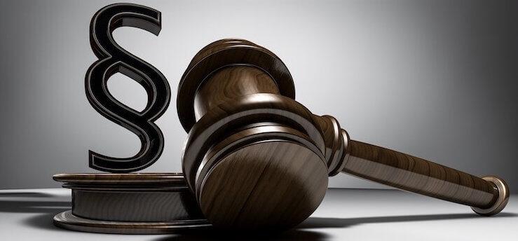 Gesetzzeichen und Versteigerungspult