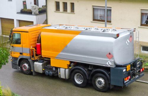 Lastwagen mit einer Öllieferung