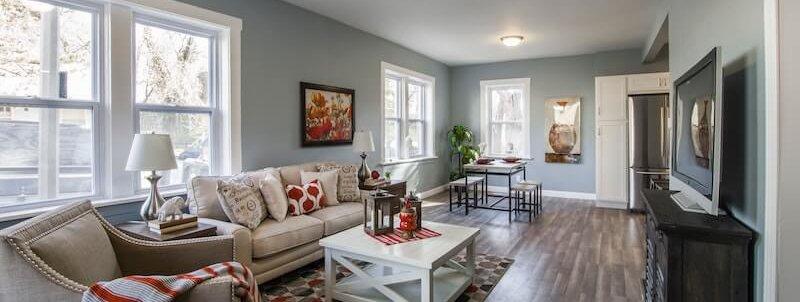 Ein schön hergerichtetes Wohnzimmer