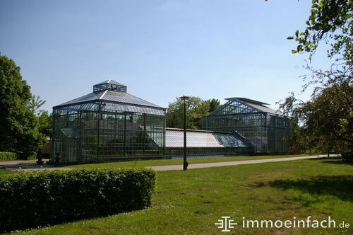 pankow botanischer volkspark glashaus gehweg gebuesch