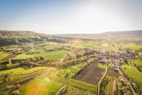 Feldlandschaft und Dörfer