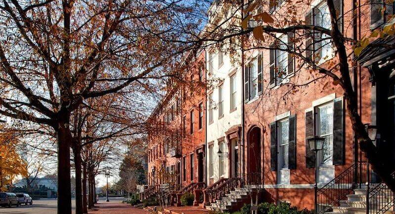 Stadthaus im Herbst