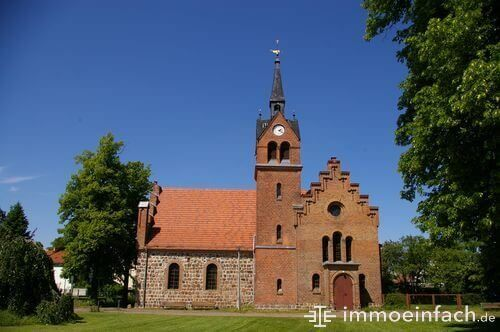 christentum franzoesisch buchholz kirche turm uhr wiese