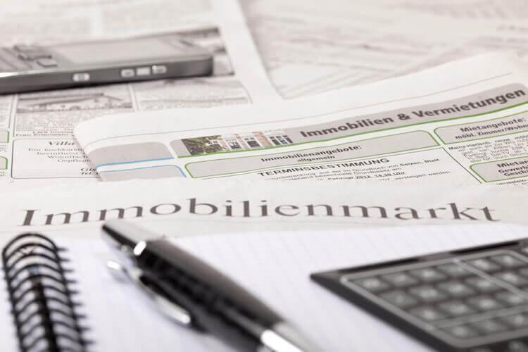 Immobilienmarkt Zeitung Stift Rechner