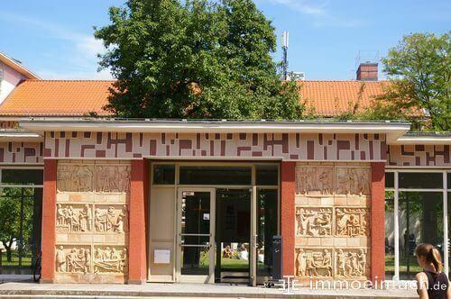 schule heinersdorf relief eingang