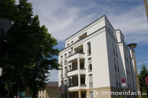 berlin heinersdorf mehrfamilienhaus balkon verkehrsschilder