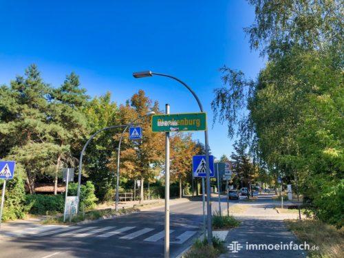 Ortsschild Berlin Blankenburg Fußgänger Straße