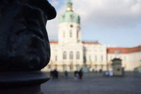immobilienpreise berlin charlottenburg statue schloss unscharf