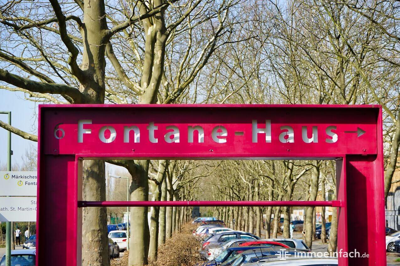 fontane haus schild maerkisches viertel