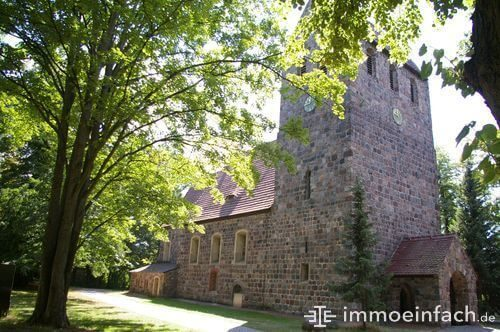 marienfelde dorfkirche eingang uhr christentum