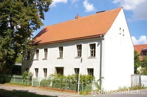 mehrfamilienhaus marienfelde weisse fasade immobilie