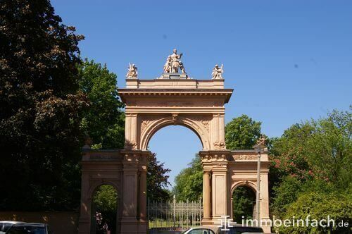 niederschoenhausen berlin buergerpark torbogen statue