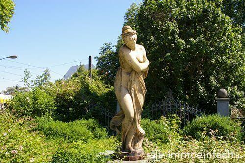 niederschoenhausen statue skulptur natur gruen