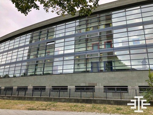 neu-hohenschoenhausen oberschule zaun glass