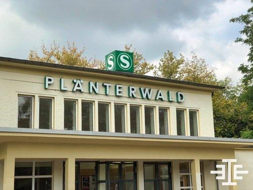 s bahnhof plaenterwald eingang