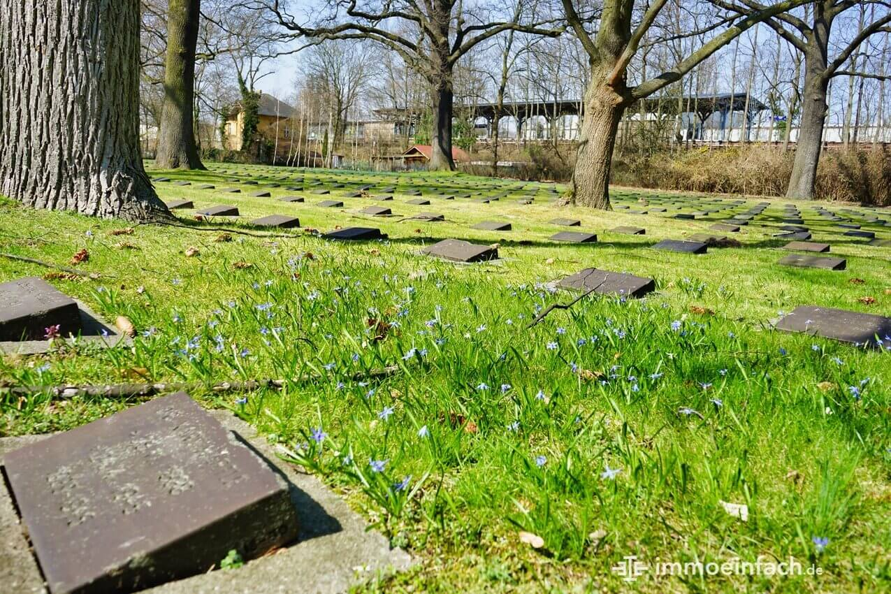 Berlin Reinickendorf Kriegsgraeberstaette Grabsteine