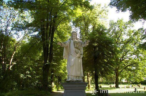 weissensee statue jesus park wiese