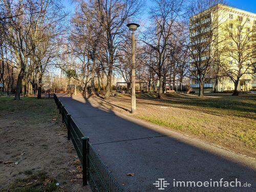 gehweg laterne zaun berlin friedrichsfelde