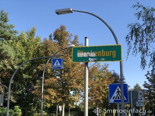 berlin blankenburg ortsschild beschmutzt verkehrschilder