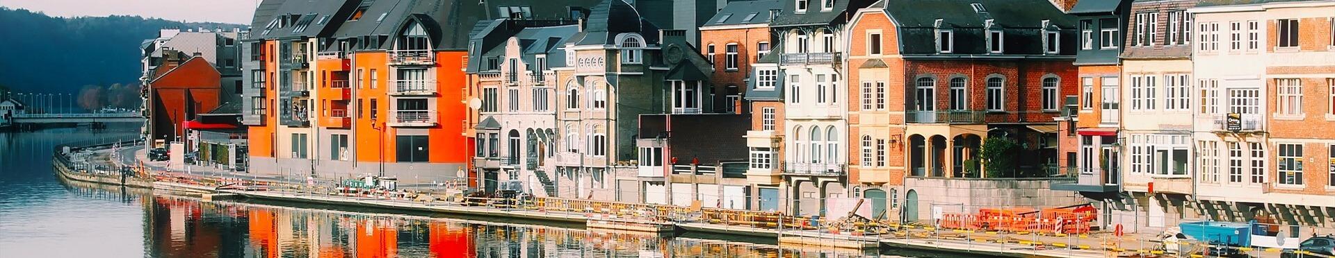 Hausreihe am Hafen