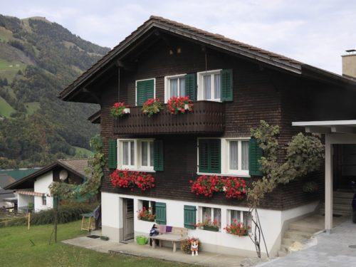 Holzhaus in den Alpen