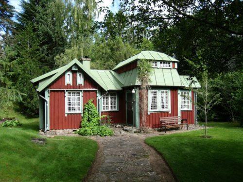 rotes Schwedenhaus aus Holz